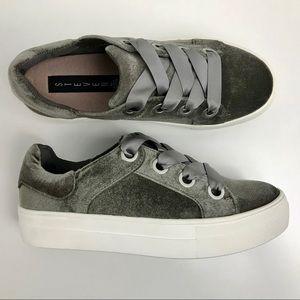 Steve Madden GATOR Platform Sneaker Taupe Velvet